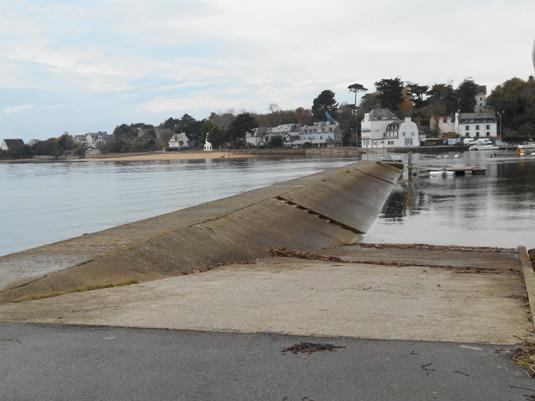 Accès interdit cale de mise à l'eau Port de Guidel
