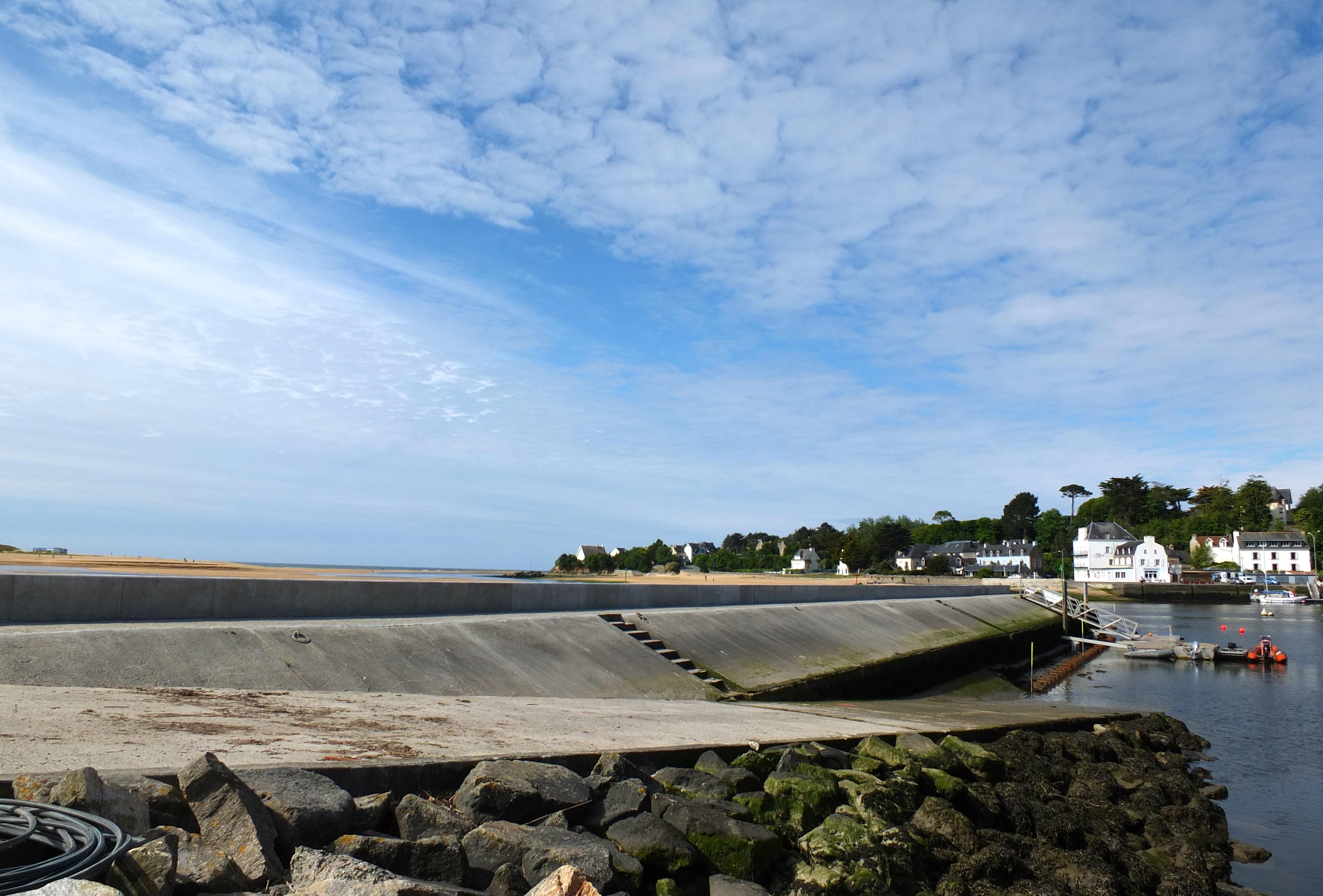 Muret chasse-mer port de Guidel