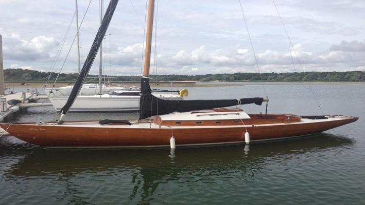Yacht classique Savage Rose